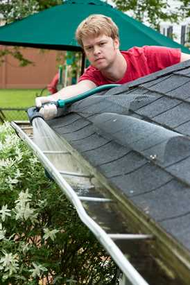 Make Your Gutter Durable With Eavestroughs Cleaning Tools